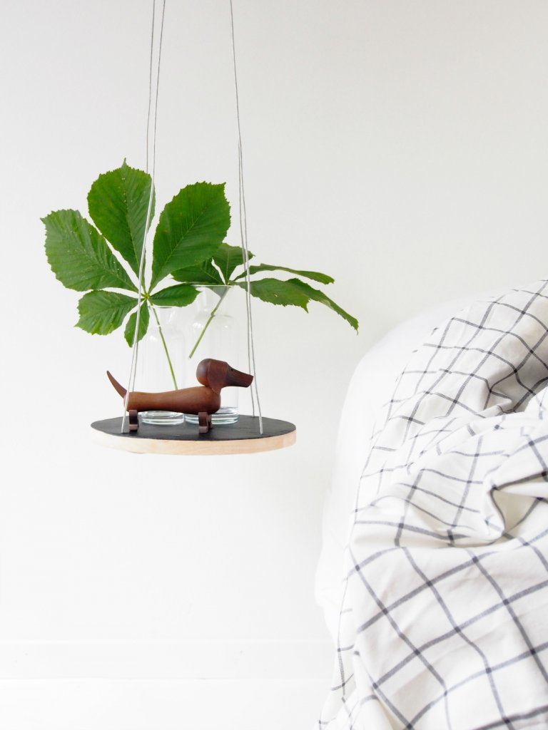 Floating bedside table tutorial monsterscircus - Table de nuit etagere ...