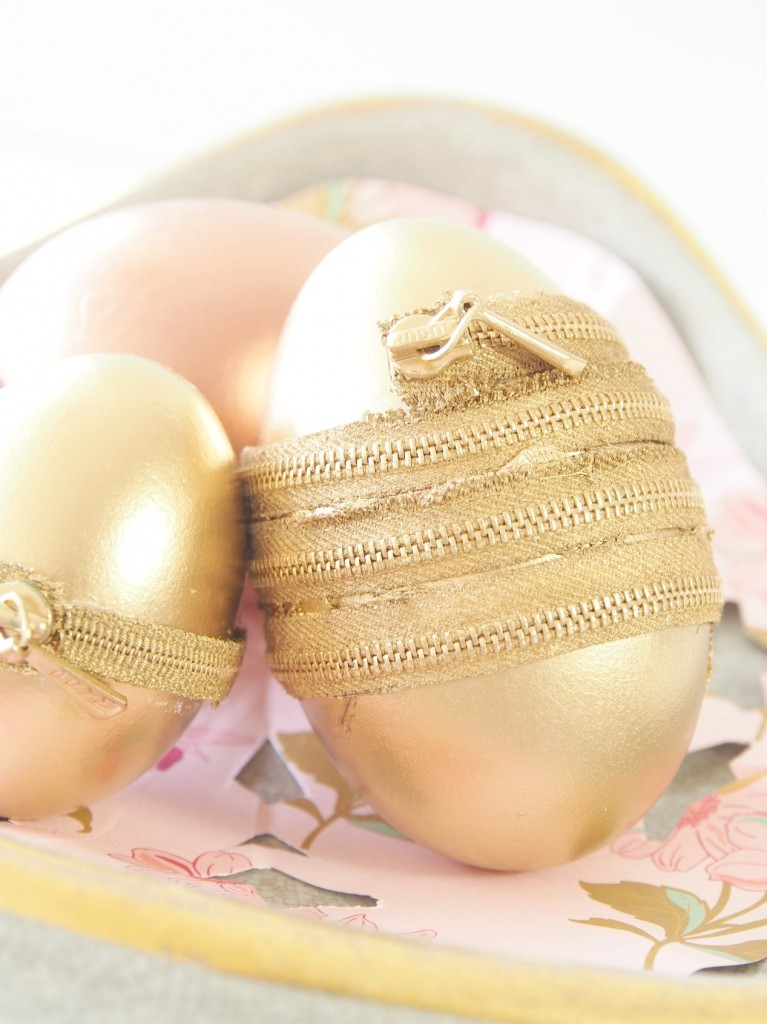 DIY-Zipper-Easter-Eggs-metallic-decor