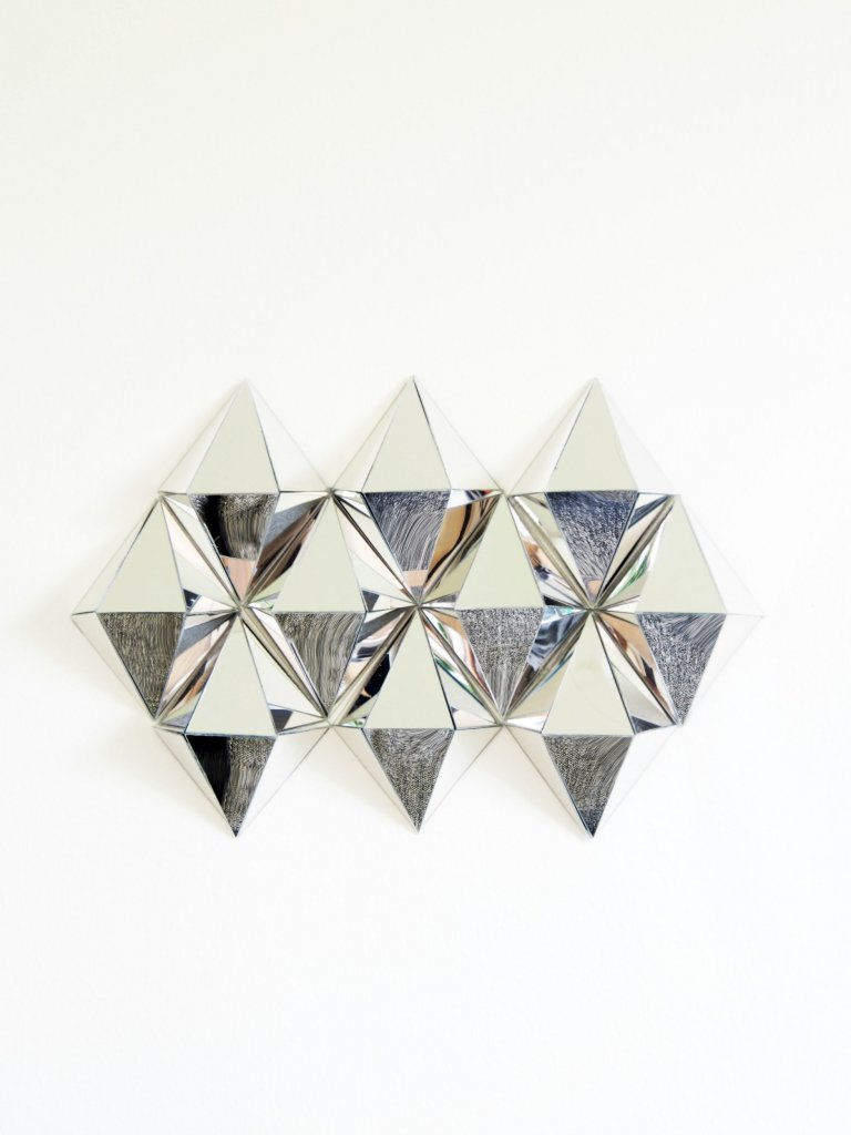 Diy 3d mirrors diamond wall art monsterscircus for Diy 3d art